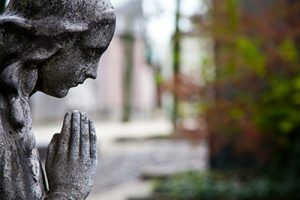 statue of a woman praying | Wrongful Death in Colorado